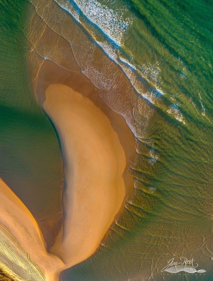 Waves and Sand designs at Noosa River